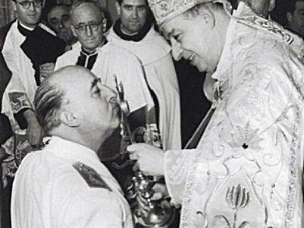 Franco bendecido por la Iglesia