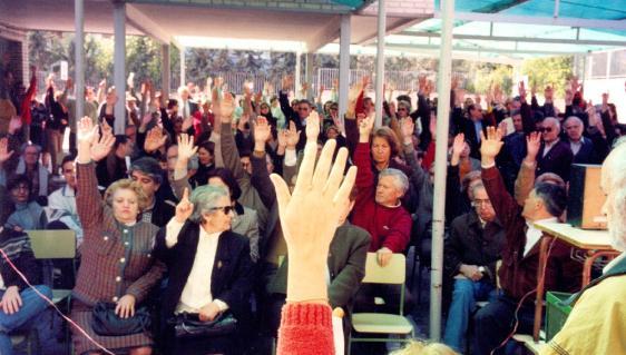 La-asamblea-abierta-al-barrio-una-herramienta-fundamental-del-movimiento.-Imagen-Asociacion-Vecinal-Familiar-de-Osuna_imagelarge