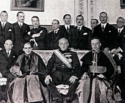 El cardenal Segura a la diestra del general Primo de Rivera